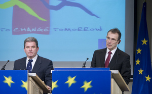 Slovenian Minister of Economy Andrej Vizjak and Andris Piebalgs, European commissioner for Energy