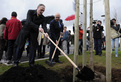Minister Podobnik and Commissioner Dimas planting a lime tree at Brdo