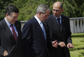 Jose Manuel Barroso, George W. Bush and Janez Janša in friendly conversation